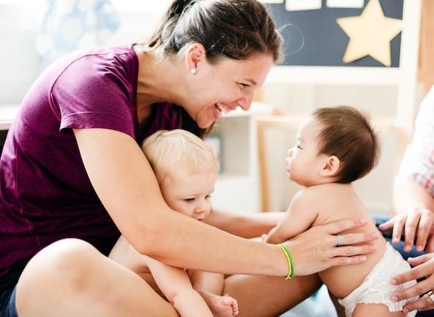 両親と一緒にかわいい赤ちゃん Premium写真