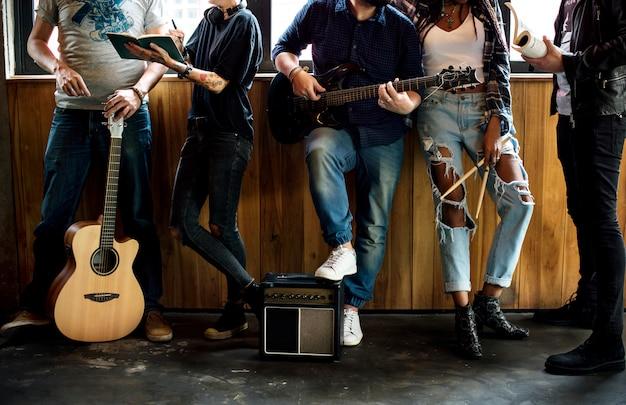 一緒に音楽バンドリハーサル友情 Premium写真