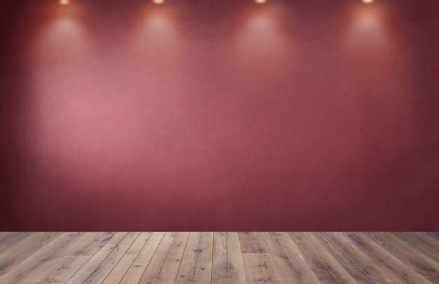 空の部屋でスポットライトの行と赤い壁 無料写真
