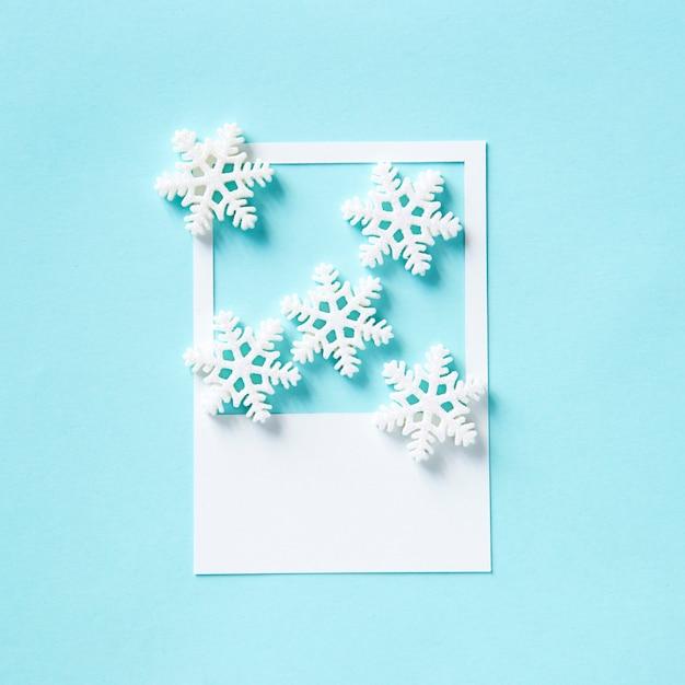 冬の雪の結晶を紙フレーム 無料写真