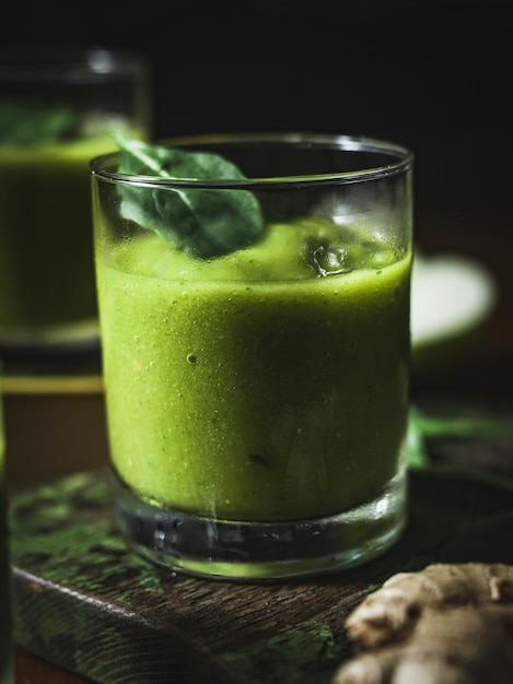 ビーガン野菜と生姜のスムージー 無料写真