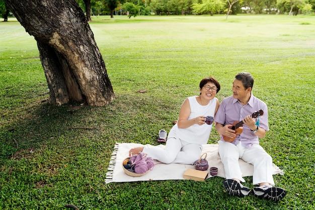 アジアのシニアカップル Premium写真