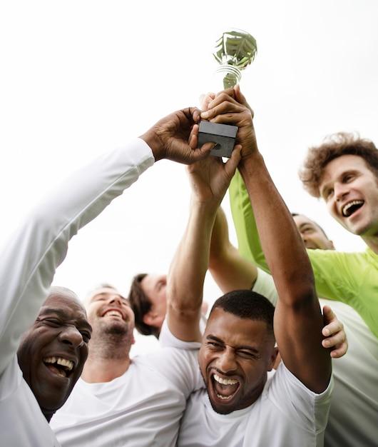 Команда футболистов празднует победу Premium Фотографии