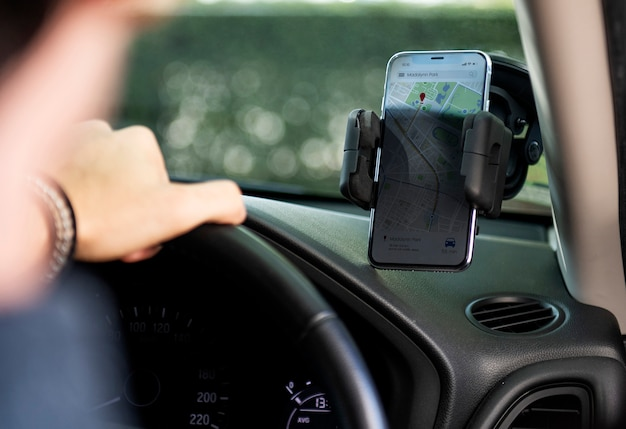運転用のスマートフォンナビゲーション Premium写真