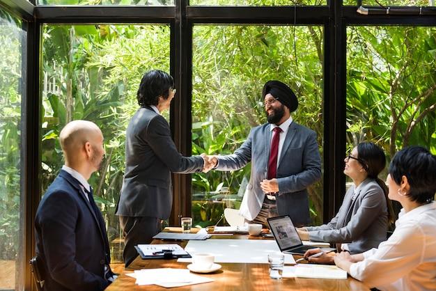 アジアでのビジネス会議 Premium写真
