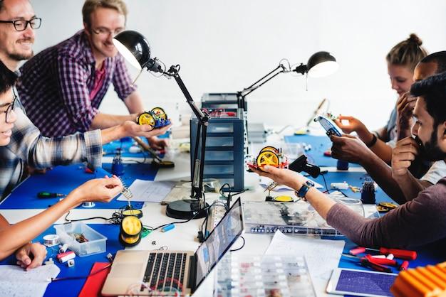 ロボット電子部品の電気技師 Premium写真