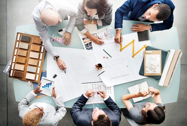 青写真建築コンセプトを計画しているビジネス人々 Premium写真