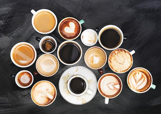 織り目加工の背景に盛り合わせコーヒーカップ 無料写真