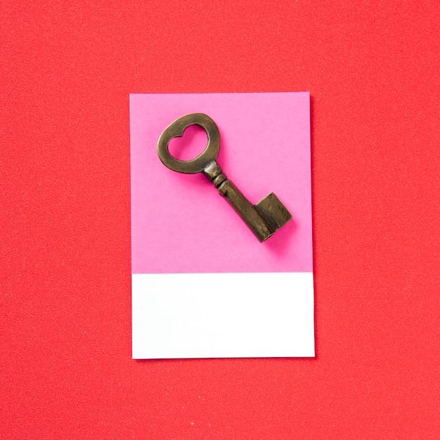 Серебряный металлический ключ в винтажном стиле Бесплатные Фотографии