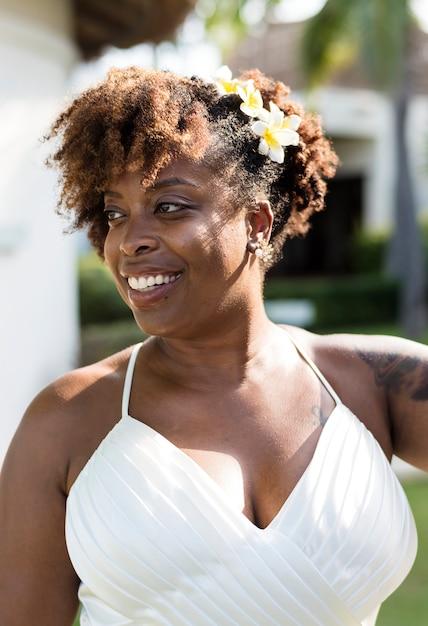 美しいアフリカ系アメリカ人の花嫁が結婚 Premium写真
