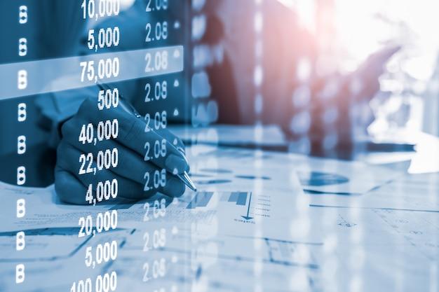 金融投資のための株式市場または外国為替取引のグラフとローソク足チャート Premium写真