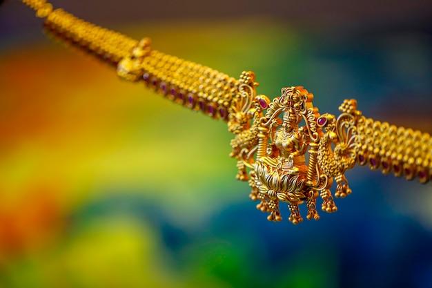 Богиня лакшми на золотом ожерелье, Premium Фотографии
