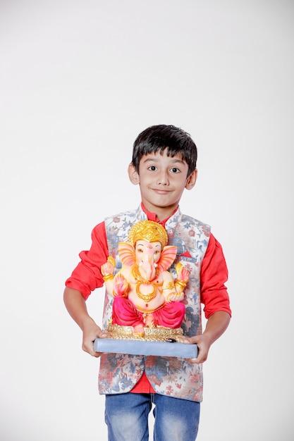 Маленький индийский ребенок с лордом ганешей Premium Фотографии