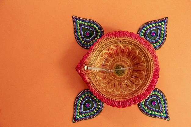 インドの祭りディワリ、ディワリランプ Premium写真
