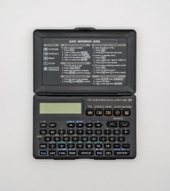 ヴィンテージポケット折りたたみ式電卓白 Premium写真