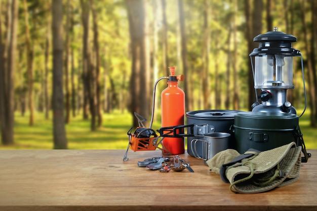 Оборудование в лесу. Premium Фотографии