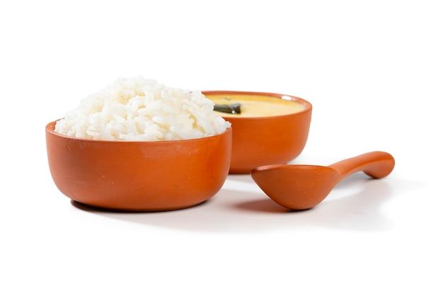 インドの伝統料理カディチャワル Premium写真