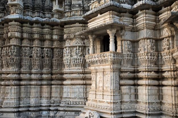 古代の建築飾り Premium写真