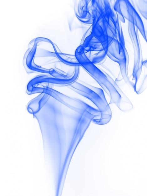 白い背景に、インクの水の色の動きに青い煙抽象 Premium写真