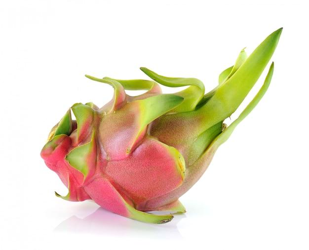 Драконий фрукт на белом фоне Premium Фотографии