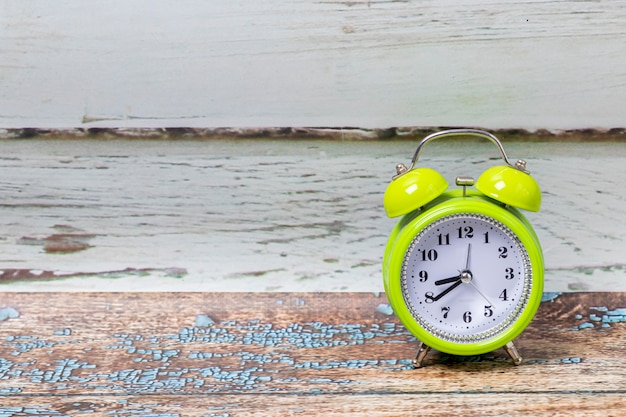 古典的な目覚まし時計の眺め Premium写真