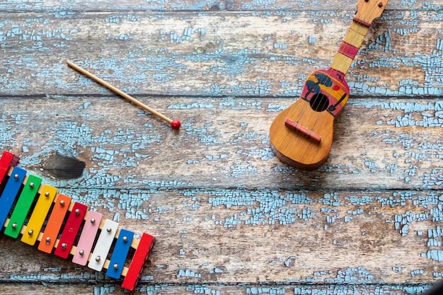 クアトロベネズエラと木琴のカラフルなビュー Premium写真