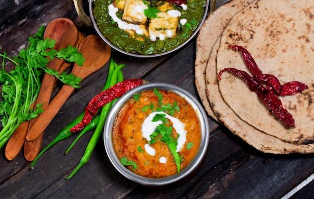 スパイシーなダルフライダール/ダールカレー人気の伝統的な北/南インド料理 Premium写真
