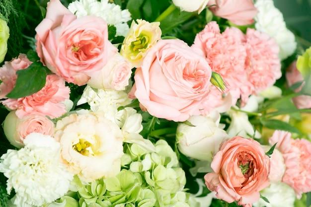 美しい花の花束の結婚式の装飾の枝 Premium写真