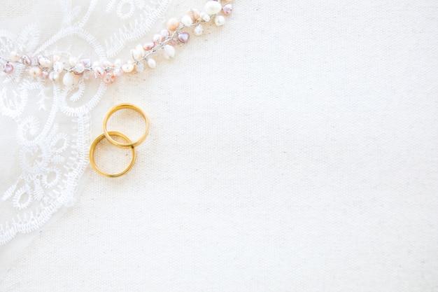 結婚式やバレンタインコンセプトの美しいフラットレイアウトの背景 Premium写真