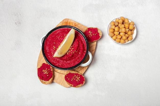 ひよこ豆と自家製赤ビートフムス Premium写真