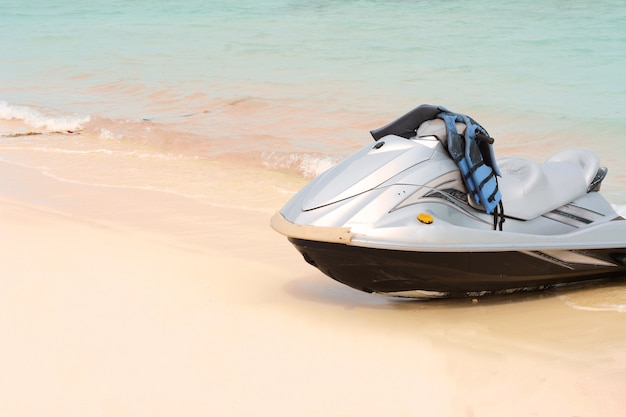 ビーチのウォータースクーター Premium写真