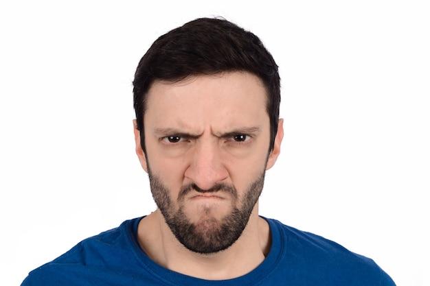 怒りの表現を持つ男。 Premium写真