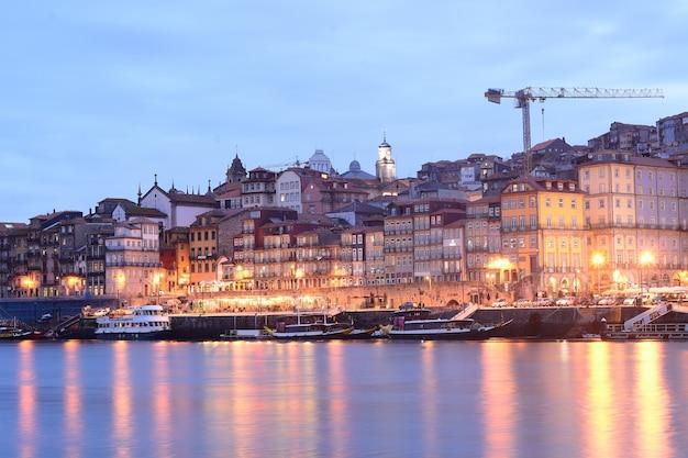 Старый город порто и река дору, португалия Premium Фотографии