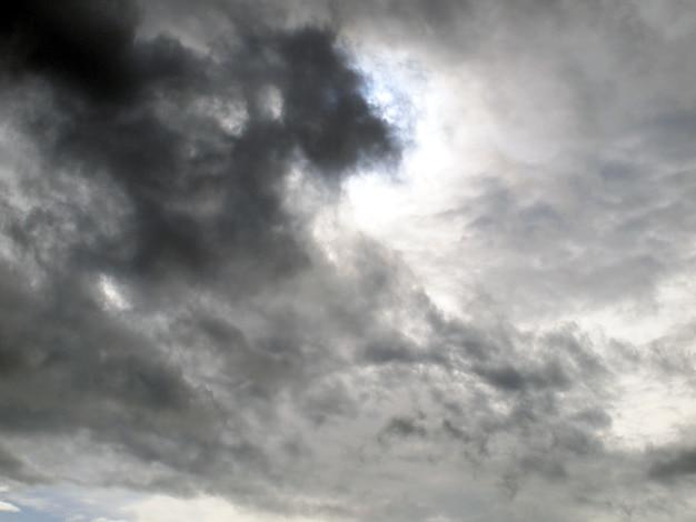 雷雨の前に嵐雲の背景 Premium写真
