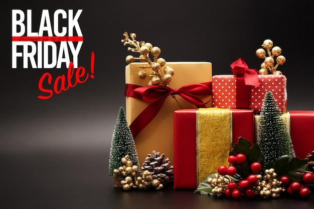 Черная пятница продажа, роскошная подарочная коробка на черном фоне Premium Фотографии