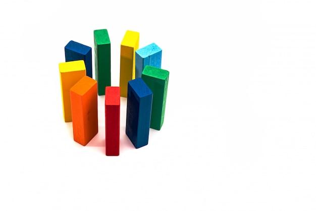 グループ、多様性、友達の輪、統一概念。白い背景の上の木製ブロックサークルフォーム Premium写真