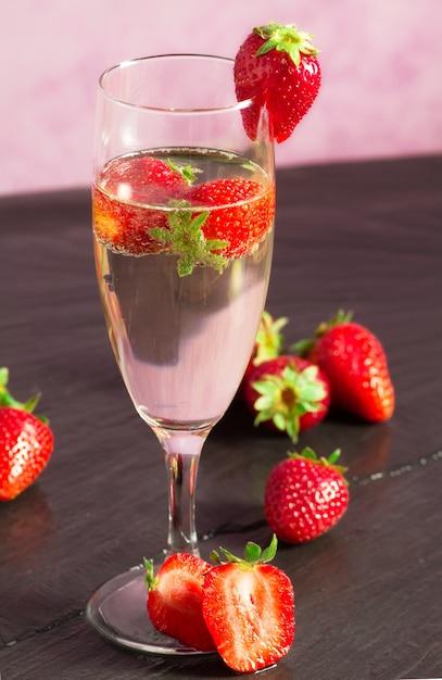 Картинки шампанской и клубника