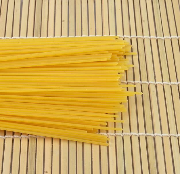 竹のスパゲッティ Premium写真
