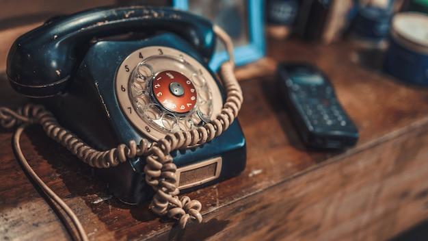 Старый черный телефон Premium Фотографии