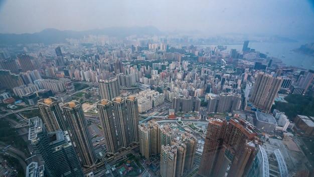 香港の商業ビルの高層ビルビュー Premium写真