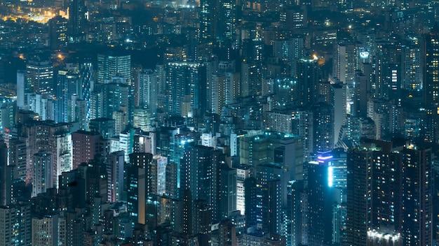 Корпоративное здание ночью в гонконге Premium Фотографии