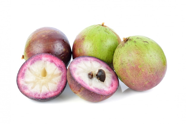 スターアップル、クリソフィウムカイニート、北部タイの果物、分離。 Premium写真