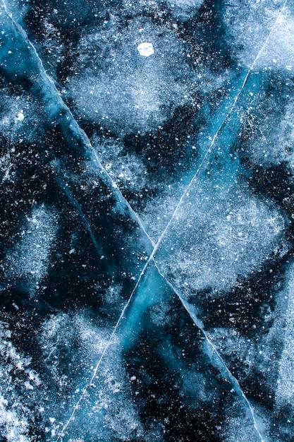Текстура льда на поверхности замерзшего озера, фоновое изображение природы Premium Фотографии