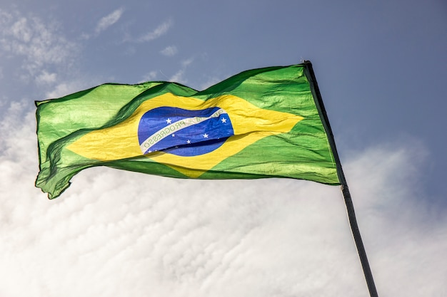 Флаг бразилии на открытом воздухе Premium Фотографии