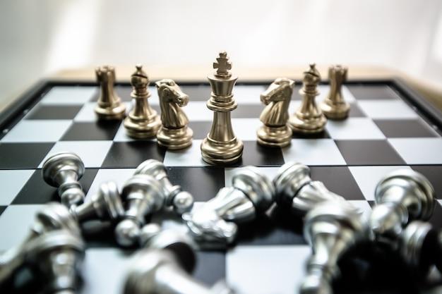 チェスは、将来のために、競争に勝つためにビジネスをするようなものです。 Premium写真