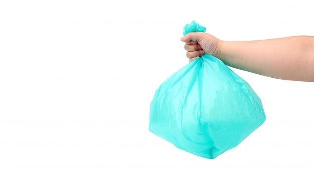 Рука бросает мешок для мусора, изолированных на белом фоне, в студии Premium Фотографии
