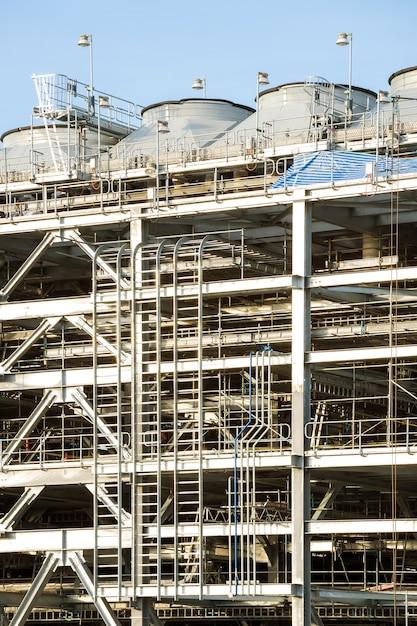 Нефтеперерабатывающий завод Premium Фотографии