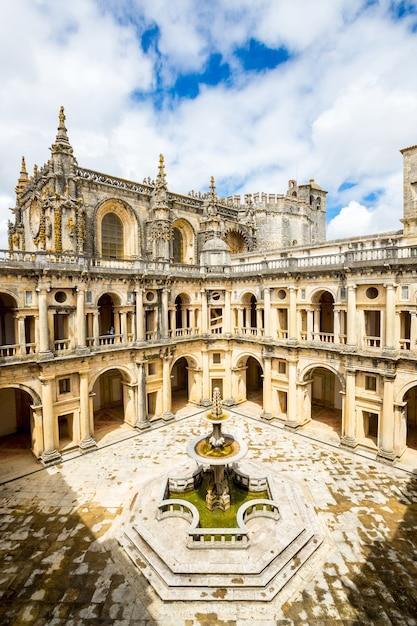 ポルトガル、リスボン、トマトの修道院 Premium写真
