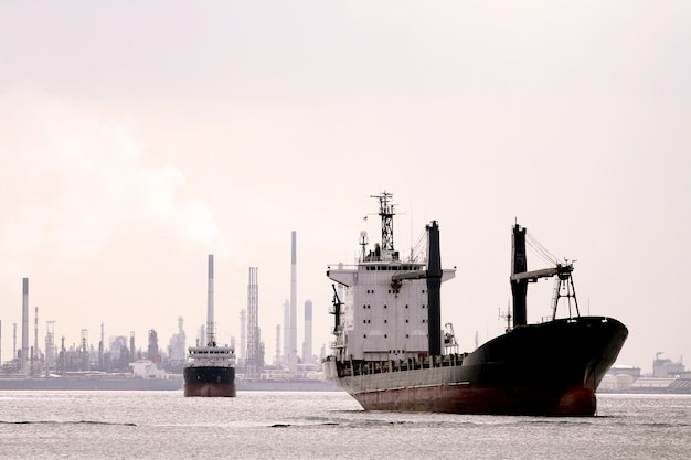 Ретро-грузовой корабль Premium Фотографии