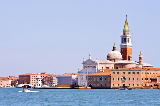 イタリア、ヴェネツィアのグランド・カステル教会 Premium写真